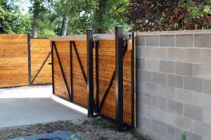 Roller gate with steel frame and horizontal, tongue and groove wood
